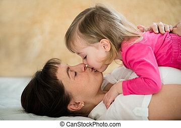 madre, -, beso, niño