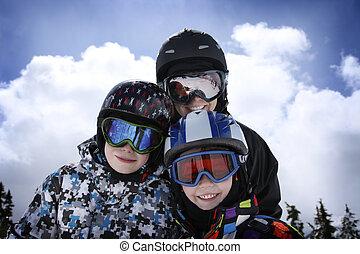 madre, con, due ragazzi, sciare