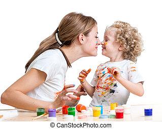 madre, diversión, niña, pintura, teniendo, niño