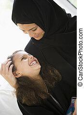 madre e hija, en, sala, sonriente, (high, key/selective,...