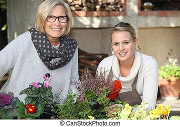 madre e hija, jardinería