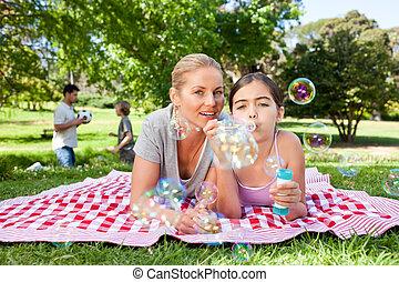 madre e hija, tener diversión