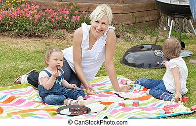 madre e hija, tener un picnic, juntos