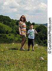 madre e hijo, posición, en la hierba