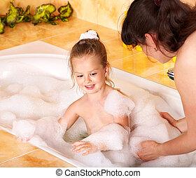 madre figlia, lavaggio, in, bath.