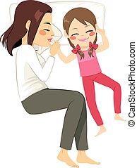 madre, figlia, letto, in pausa