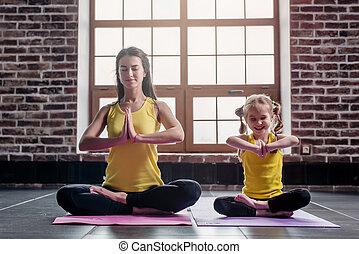 madre figlia, sorridente, mentre, fare, yoga, esercizi,...
