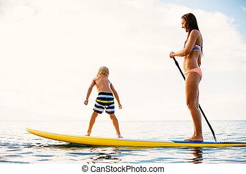 madre figlio, alzati, paddling, insieme