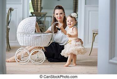madre, mirar, ella, bebé, juego, carruaje