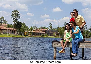 madre, padre, hijo, y, hija, pesca familia, en, embarcadero