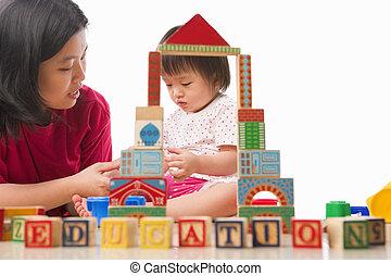 madre que juega, juntos, niño