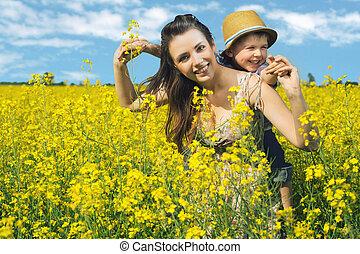 madre, y, ella, niño, en, primavera, parque