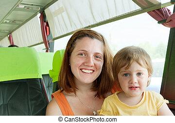 madre y niño, en, autobus