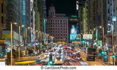 madrid, spanien, cityscape, auf, gran, an, dämmerung,...