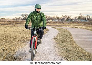 maduras, ciclista, ligado, um, recentemente, constructed, bicicleta, rastro