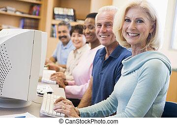 maduras, estudantes, aprendizagem, computador, habilidades