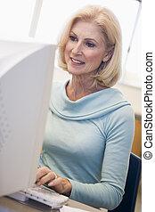 maduro, estudiante femenino, aprendizaje, computadora,...