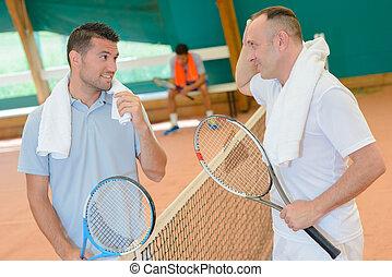 maenner, plaudern, auf, tennisplatz