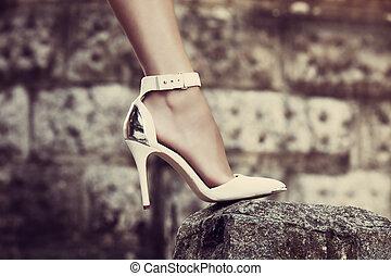 magas, finom, cipők, megsarkal