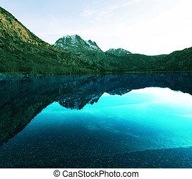 magas hegy, tó