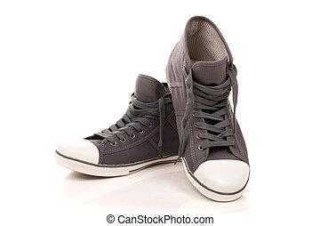 magas tető, gumitalpú cipő