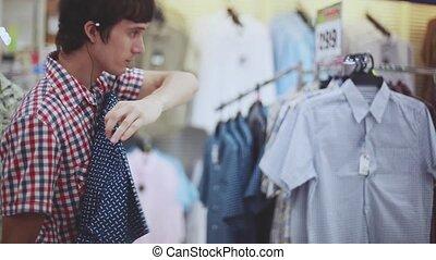 magasin, achats, headphones., hommes, jeune, clothes., regarder, centre commercial, musique, homme, beau, 1920x1080, écoute