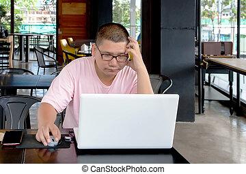 magasin, café, ordinateur portable, inquiété, regarder, informatique, utilisation, screen., homme