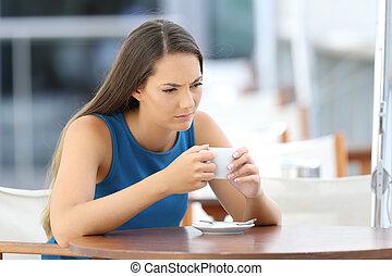 magasin, café, pensée femme, fâché, terrasse