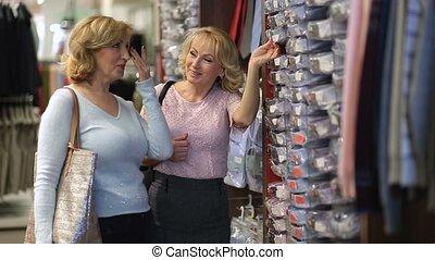 magasin, droit, chemise, taille, regarder, mâle, femmes