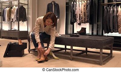 magasin, femme, chaussures, japonaise, mode, nouveau, essayer