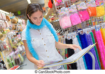 magasin, femme, costumes, collection, magazine, réexaminer, joli