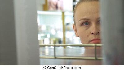 magasin, femme, jeune, parfumerie