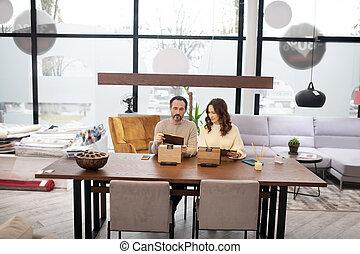 magasin, homme, table légère, séance, femme, chandails, meubles