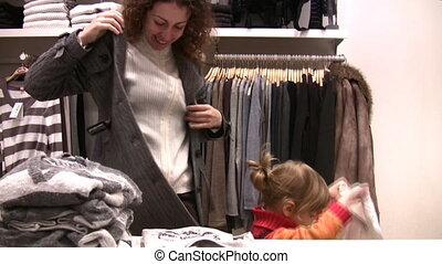 magasin, peu, crise, essayer, mère, girl, vêtements