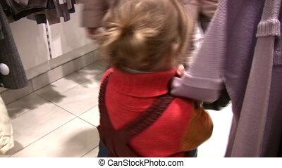 magasin, peu, vêtements, girl, regarder