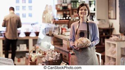magasin, porter, pain, femme, tablier, épicerie fine, tenue, propriétaire, portrait, sourire, pain