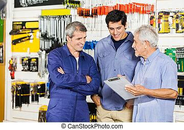 magasin, regarder, clients, ouvrier, matériel, presse-papiers