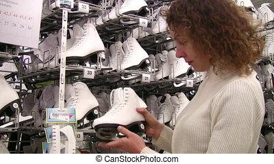 magasin, regarder, femme, patins