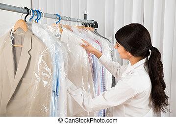 magasin, regarder, femme, vêtements