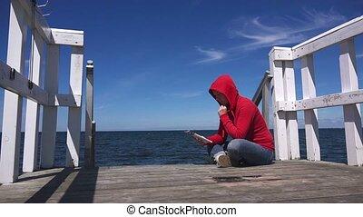 magazine, femme, jeune, lecture