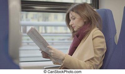 magazine, femme, séduisant, lecture