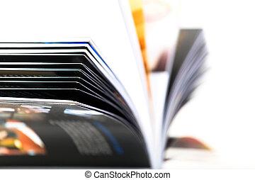 magazine, ouvert