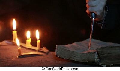 magie, halloween, ritual., vieux, livre, candle., tenue, sorcière