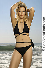 magnífico, hembra, modelo, en, biquini, en, playa