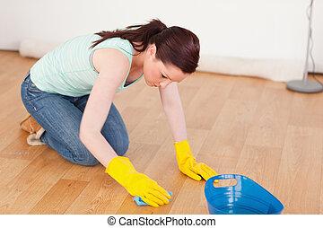 magnífico, mujer pelirroja, limpieza, el, piso, mientras,...