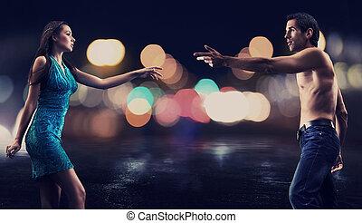 magnífico, pareja, encima, noche, calle de la ciudad, plano de fondo