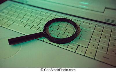 magnificar, laptop, question., antigas, fim, útil, concept., percorrendo, cada, rede, resposta, achando, dados, procurar, keyboard., engine., busca internet, cima, informação, computador, vidro