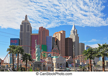 """Magnificent hotel """"New York"""" in Las Vegas. Eternal celebration of life in the sun"""