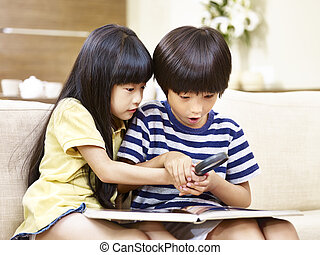 magnifier, 遊び, アジア人, 2人の子供たち