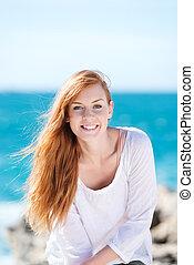 magnifique, femme souriante, à, les, mer